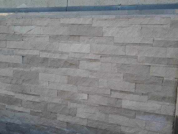 parete-pietra-di-comiso-a-spacco.jpg