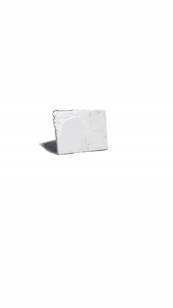 libro in marmo bianco lavorazione fiore inciso
