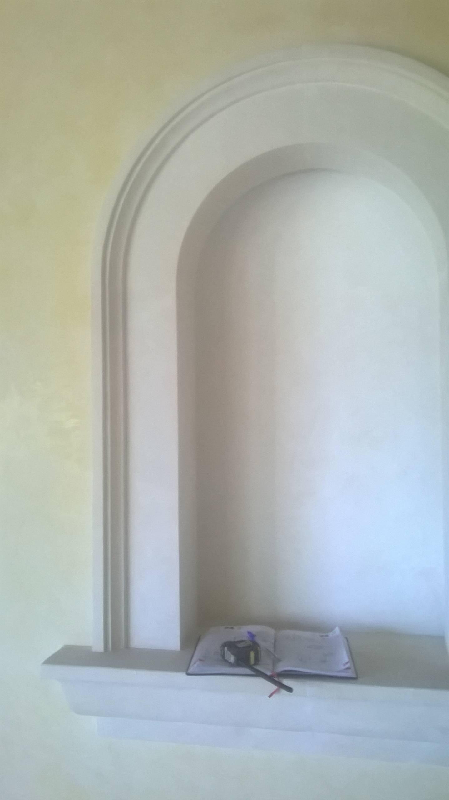 portale ad arco in pietra marfil